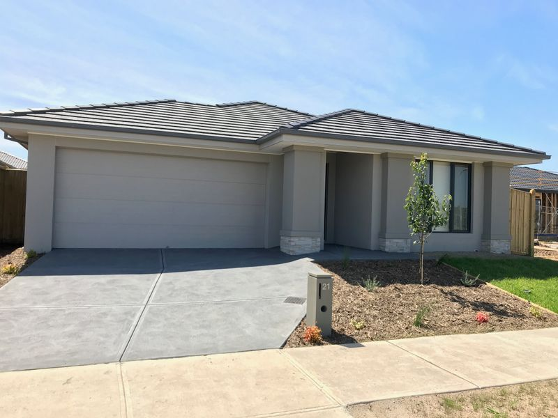 21 Kingscliff Avenue Clyde North VIC 3978