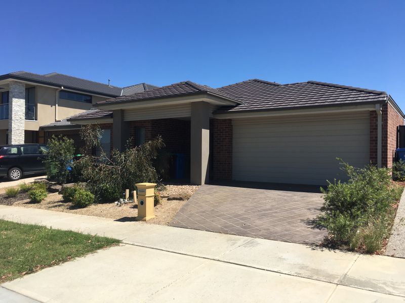7 Gillyweed Avenue Clyde North VIC 3978